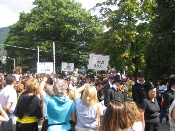 Den stora paraden, sotare från USA i förgrunden.
